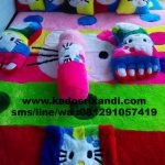 Karpet karakter Hello kitty pelangi